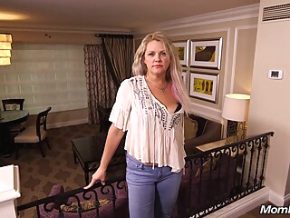Blonde Mom Kinsley 44 Years Old Hardcore big tits blonde casting